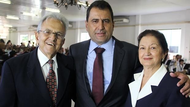 Helenês Cândido com a família: o filho Paulinho e a esposa, dona Lila
