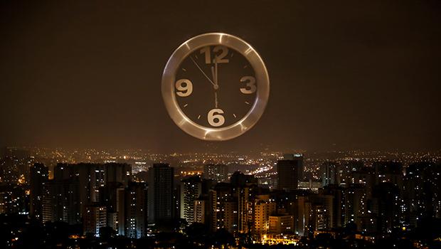 Amanhã é dia de adiantar o relógio em uma hora