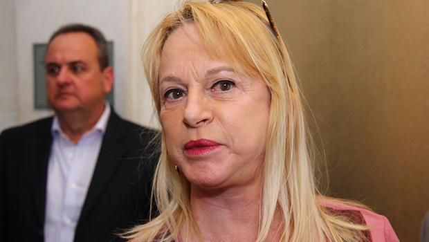 Magda Mofatto ataca outra vez