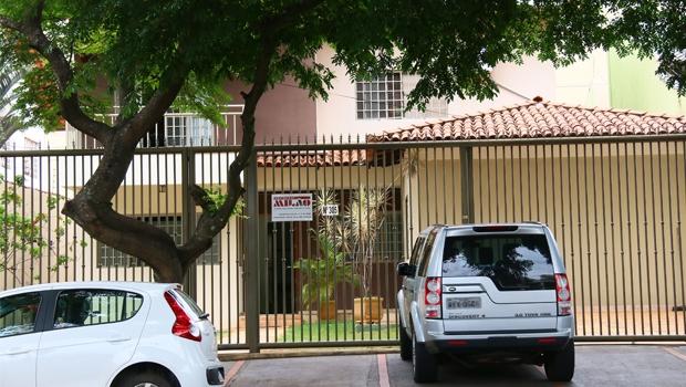 Sede da construtora Milão, no Jardim Planalto, identificada apenas por uma placa com o nome da empresa | Fernando Leite/Jornal Opção