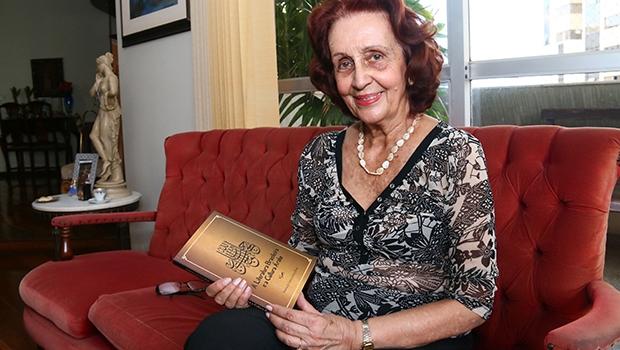 Com 14 livros de ensaios publicados, Moema de Castro, além de ensaísta, é crítica literária e professora emérita da Universidade Federal de Goiás (UFG)   Fernando Leite
