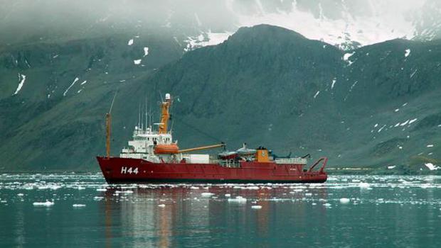 Navios brasileiros vão apoiar pesquisadores na Antártica