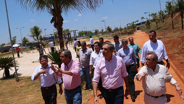 Em Goiânia, governador em exercício José Eliton vistoria obras no parque do autódromo