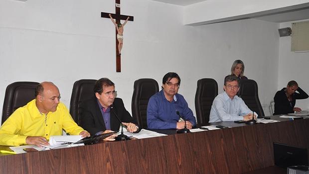 Prefeito João Gomes e sua equipe prestam contas aos vereadores
