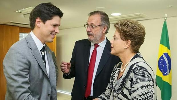 Dilma elogia deputado goiano durante sanção do PPE