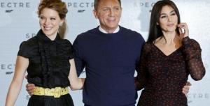 Daniel Craig em Spectre com duas Bonds Girls