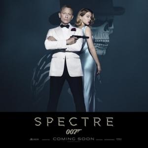 Daniel Craig em Spectre com um Bond Girl