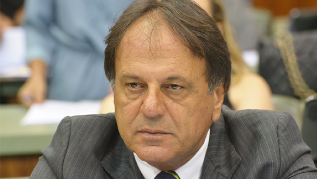 Adib Elias é o inimigo público número 1 do funcionalismo público de Catalão
