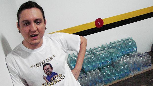 Goianos arrecadam água para vítimas de lama em Minas Gerais | Marcello Dantas