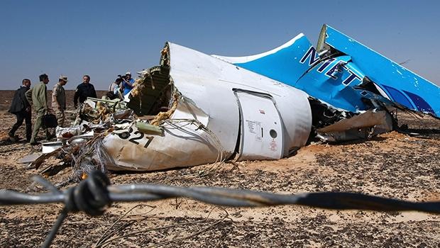Avião russo pode ter sido alvo de ataque terrorista, o que põe em xeque a propalada segurança egípcia | Russian Ministry for Emergency Situations/AP