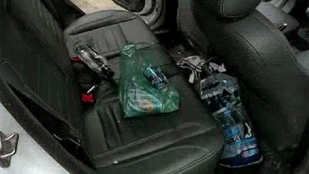 Carro estava com embalagens de bebida alcoólica | Foto: Divulgação/PRF
