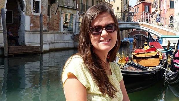 Denise mora em Paria há sete anos e diz que não voltaria para o Brasil, mesmo com ataques sofridos pela França | Foto: divulgação/ Facebook