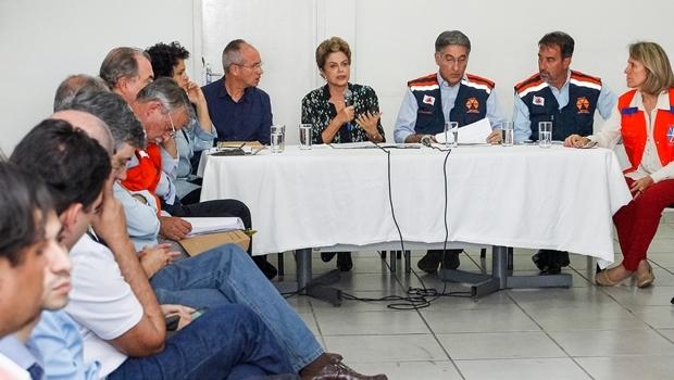 Presidente Dilma, ladeada pelos governadores Paulo Hartung (ES) e Pimentel (MG) | Foto: Roberto Stuckert Filho