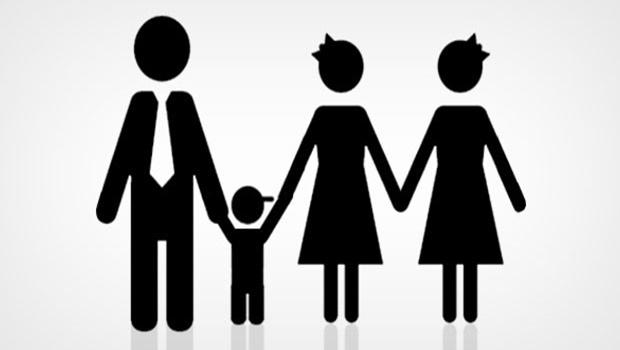 Em Goiânia, criança conquista direito de ter duas mães e um pai no registro civil