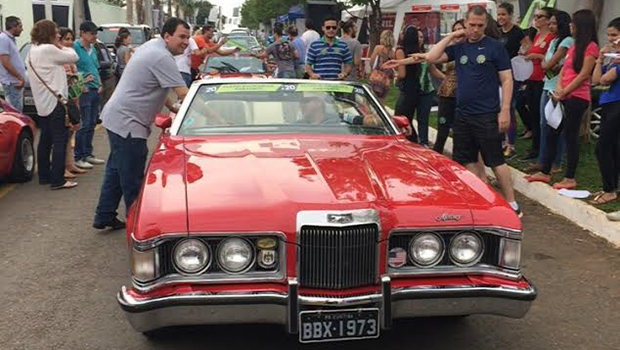 Buonaduce promove encontro de carros antigos