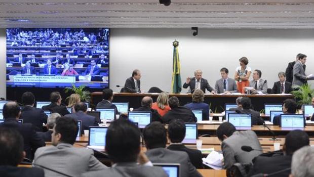 O pedido de revisão dos valores acabou gerando impasses na última reunião da CMO, no dia 26, e adiou a votação do relatório do senador Acir | Foto: GurgaczArquivo/Valter Campanato/Agência Brasil
