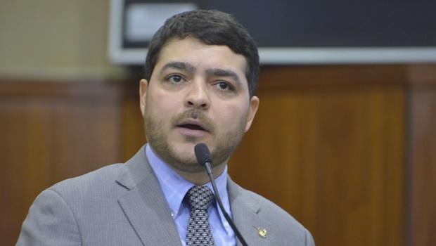 Henrique Arantes critica duramente delegados que investigam Jovair Arantes