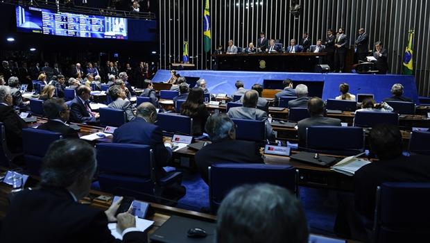 Em votação aberta, Senado mantém prisão de Delcídio Amaral