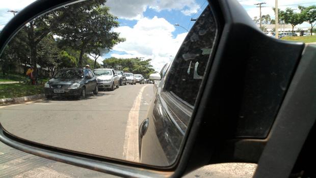 A que distância você se mantém de Eduardo Cunha quando está no trânsito?