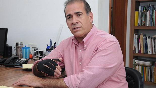 Na foto ex-prefeito Carlos Alberto Oliveira, o Carlão (PSDB)