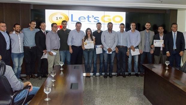 Governador Marconi Perillo e secretário Thiago Peixoto entregaram os prêmios aos vencedores | Foto: Segplan