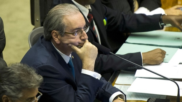 Brasília - O primeiro-secretário da Câmara, Beto Mansur faz a leitura dos documentos relativos ao pedido de impeachment da presidenta Dilma. Ao lado, o presidente da Casa, Eduardo Cunha (Marcelo Camargo/Agência Brasil)