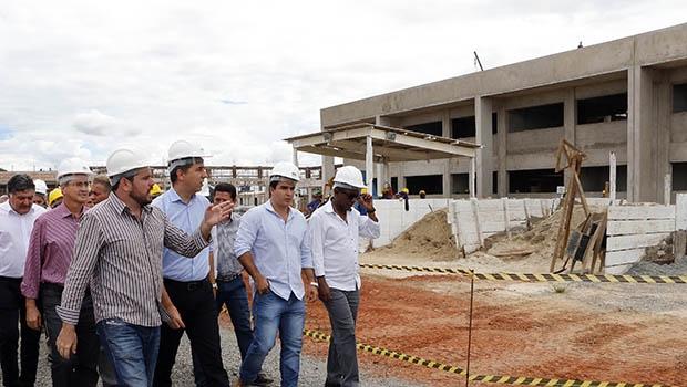 Titular da SED, José Eliton vistoria obras de instituto em Aparecida de Goiânia | Divulgação