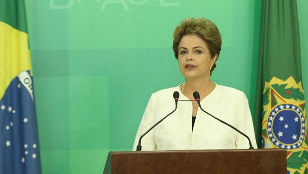 Dilma diz que recebeu com indignação abertura de processo de impeachment