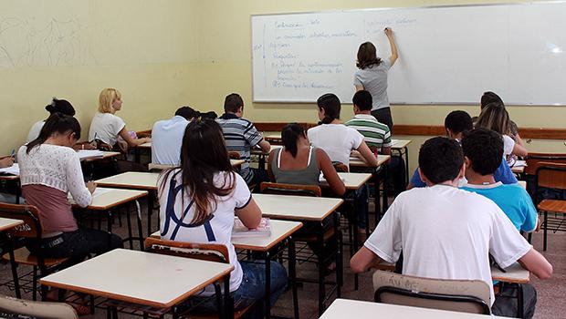Professores receberão mais com OSs na Educação, afirma Marconi