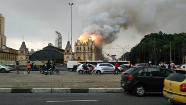 Incêndio de grandes proporções atinge Museu da Língua Portuguesa