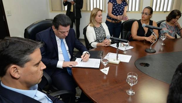 Governador participou, nesta terça-feira (22), da posse dos novos membros do Conselho Estadual dos Direitos da Criança e do Adolescente | Foto: Reprodução/Facebook