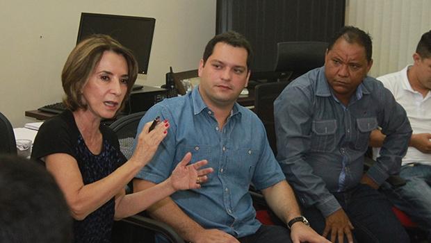 Secretária Raquel Teixeira em reunião com conselheiros tutelares | Leoinran