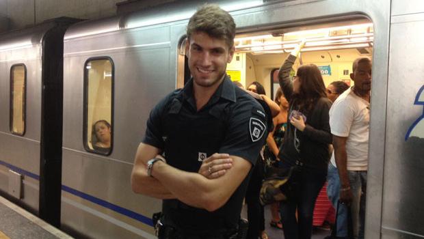 Segurança gato do metrô agride estudante em manifestação. Veja vídeo