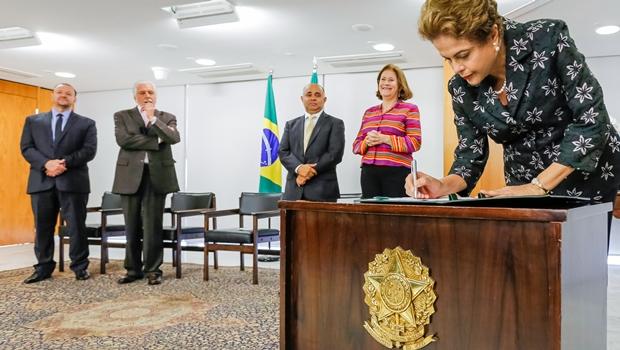 Dilma anuncia decreto que regulamenta fiscalização do futebol brasileiro