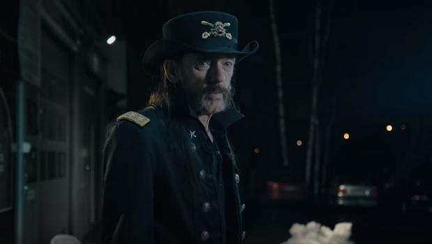Vocalista do Motörhead é homenageado em propaganda de leite