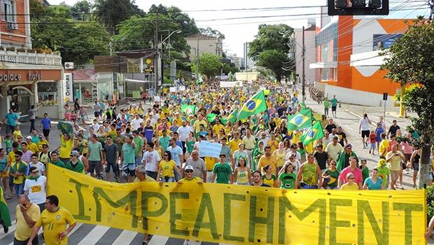 No momento em que a população pede o fim de um governo de esquerda, principais pensadores de direita se desentendem nas redes sociais | Foto: Jaime Batista