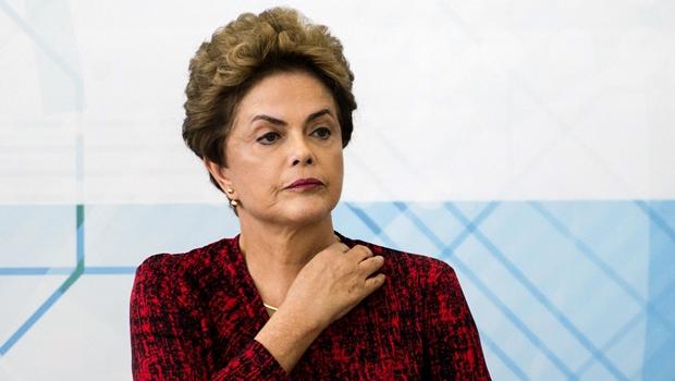 Dilma diz ser alvo de complô e acusa Temer de traição e golpismo
