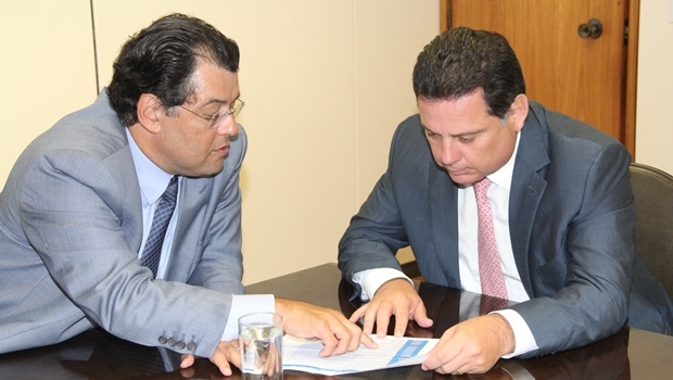Ministro de Minas e Energia, Eduardo Braga e governador Marconi Perillo durante reunião em Brasília
