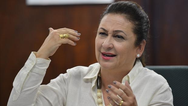 Kátia Abreu se afasta da Agricultura para tratar hérnia