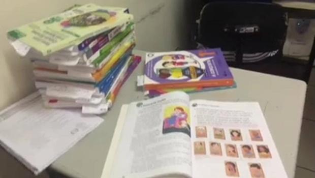 Livros didáticos considerados em desacordo com o plano municipal de educação / Foto: reprodução/ Facebook
