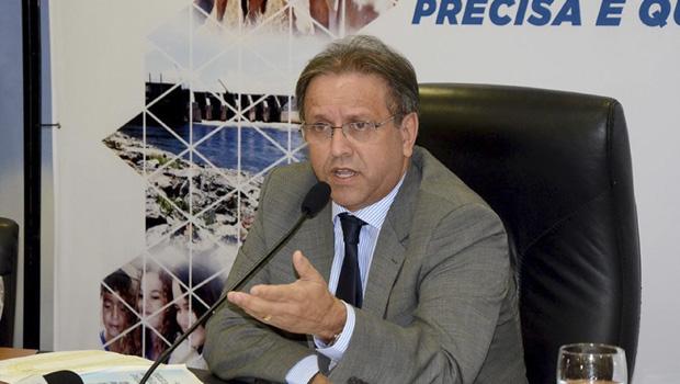 """Marcelo Miranda dá um  """"cavalo de pau"""" no governo"""