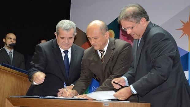 Marcelo Miranda empossa Lyvio Luciano, novo titular da Secretaria Geral de Governo e Articulação Política