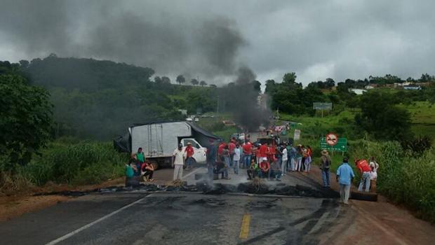 MST bloqueia trechos de rodovias federais em Goiás