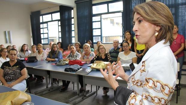 Raquel Teixeira debate OSs com professores e conselheiros tutelares de Anápolis
