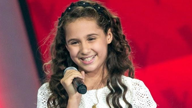 Ana Beatriz, do The Voice Kids, faz apresentação no Passeio das Águas