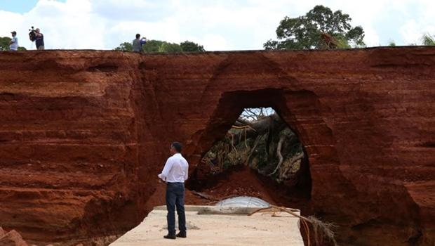Fotos mostram dimensão dos danos em trecho da GO-070, após rompimento de barragem
