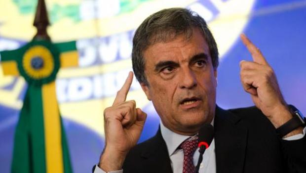 Cardozo deixa Ministério da Justiça e assume AGU