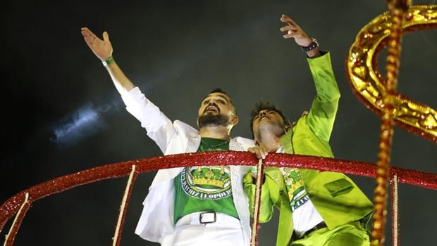 Escola de samba que homenageou dupla goiana fica em sexto lugar do carnaval do Rio