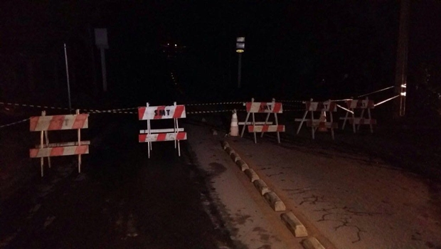 Após alagamento, prefeitura interdita Rua da Divisa