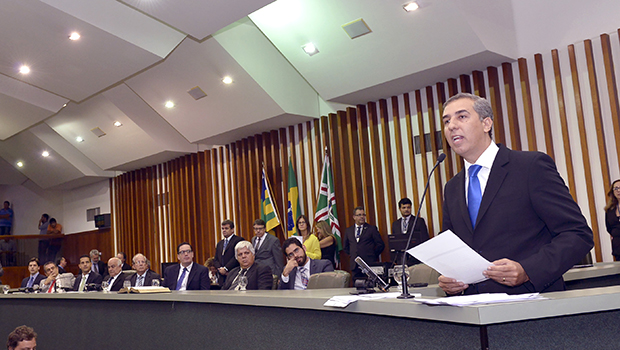 José Eliton se apresenta para oposição